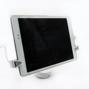 Kit antihurto para tablets. Modelo UNO Tablet. Vista frontal con tablet